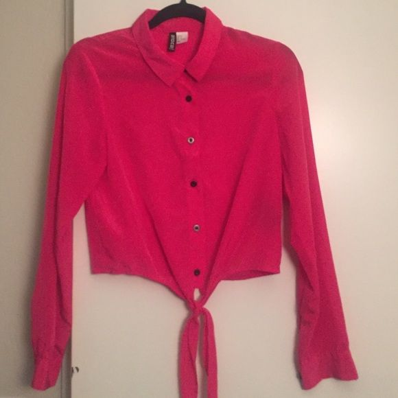 Hot pink button up crop top. Really cute button up crop top in great condition . H&M Tops Button Down Shirts