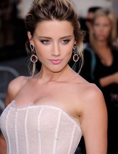 """Amber Heard measurements Body shape:Banana (explanation) Dress size:2 Breasts-Waist-Hips:33-24-34 inches (84-61-86 cm) Shoe/Feet:8 Bra size:32A Cup:A Height:5'8"""" (177 cm) Weight:119 lbs (54 kg) Natural breasts or implants? Natural (how do we know this?) Amber revealed a lot from her hot body in movies such as The Informers and The Joneses. She also played in The Playboy Club series where she wore hot bunny costumes ®....#{T.R.L.}"""