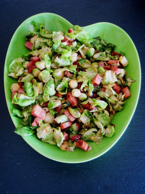 Couves de Bruxelas com bacon // Brussels sprouts with bacon