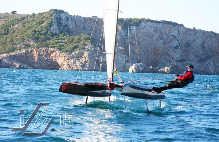 Le premier catamaran à foils grand public, l'iFLY15, ulta-léger bientôt commercialisé