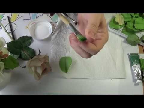 Здесь я показываю вариант тонировки листа розы. В травяной зеленый добавляем оксид хрома . Т.к. он более укрывистый, не такой прозрачный как травяной зеленый...