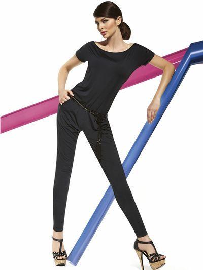 We hebben er goed voor moeten zoeken, maar eindelijk hebben we de perfecte jumpsuit voor jou gevonden!  De Paula jumpsuit van Bas Bleu is namelijk niet alleen een schitterende jumpsuit, die er geweldig uitziet, maar door de zachte, ademende stretchstof met lichte glans, voelt ze ook ongelooflijk comfortabel aan. Let op; het riempje hoort niet bij de Paula jumpsuit!