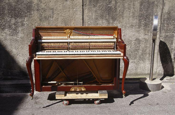 Kit Wong - Jack-in-the-box: Piano | Weitere Bilder von Kit Wong gibt's <a href='https://jazzygate.com/de/produkt-kategorie/fotografie/?pa_artists=kit-wong'> hier</a>.