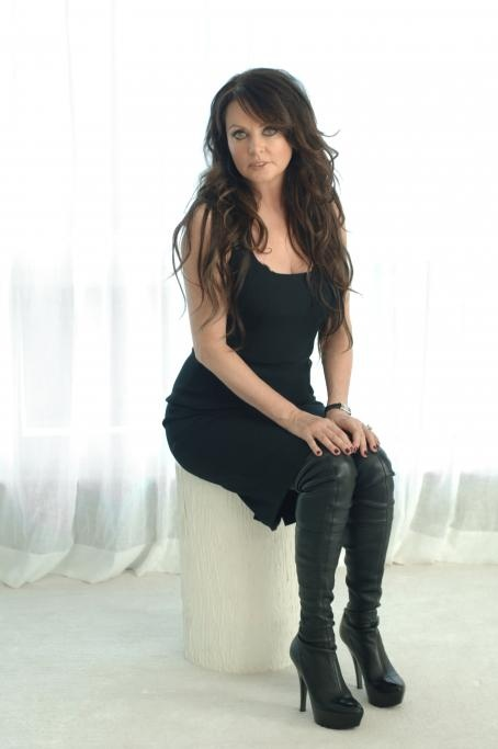 Sarah Brightman... I love this woman.. Im going to sing like she does one day!!:)