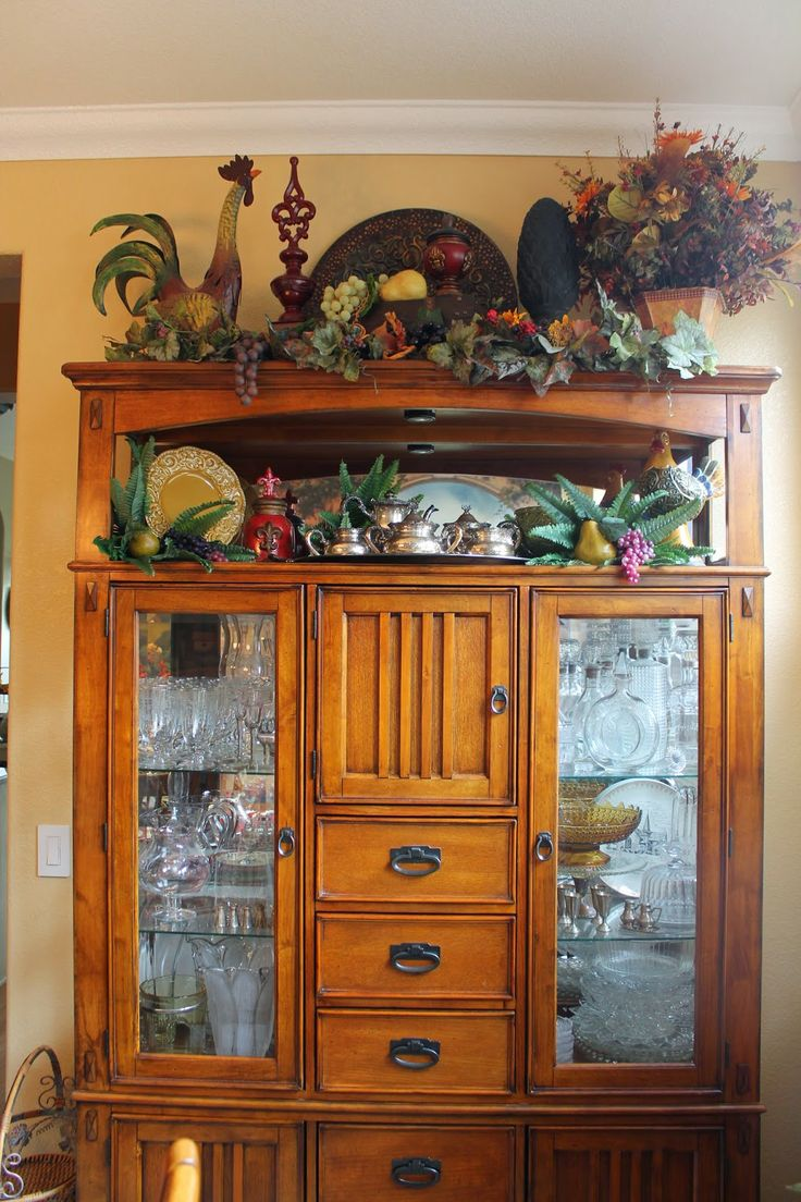 Decor Tuscan Style Decorating With The Showcase As A Home Furniture Store And Various Knickknacks Thereon Some Tips For Ideas