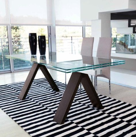 Мебель для столовой: столы, стулья, витрины, буфеты