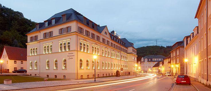 Bảo Tàng German Watch Museum Glashütte – Nơi Ghi Lại Những Dấu Ấn Đồng Hồ Đức Toàn bộ lịch sử nền công nghiệp chế tác đồng hồ Đức được tái hiện sống động ở bảo tàng đồng hồ German Watch Museum tọa lạc tại trung tâm Glashütte. Bảo tàng này được thành lập vào năm 2008 và có tên đầy dủ là German Watch Museum Glashütte – Nicolas G. Hayek.