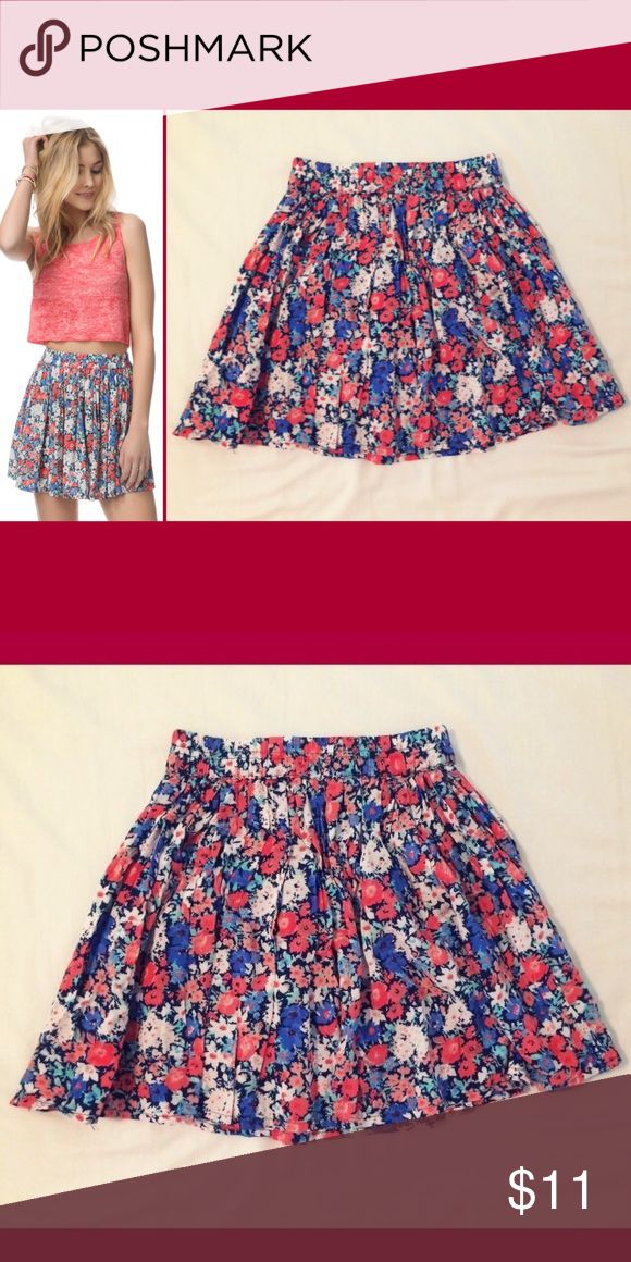 Aeropostale Floral Flippy Mini Skirt Aeropostale Floral Flippy Mini Skirt Size Extra Small 100% Rayon Excellent condition!  Perfect for spring or summer! Aeropostale Skirts Mini
