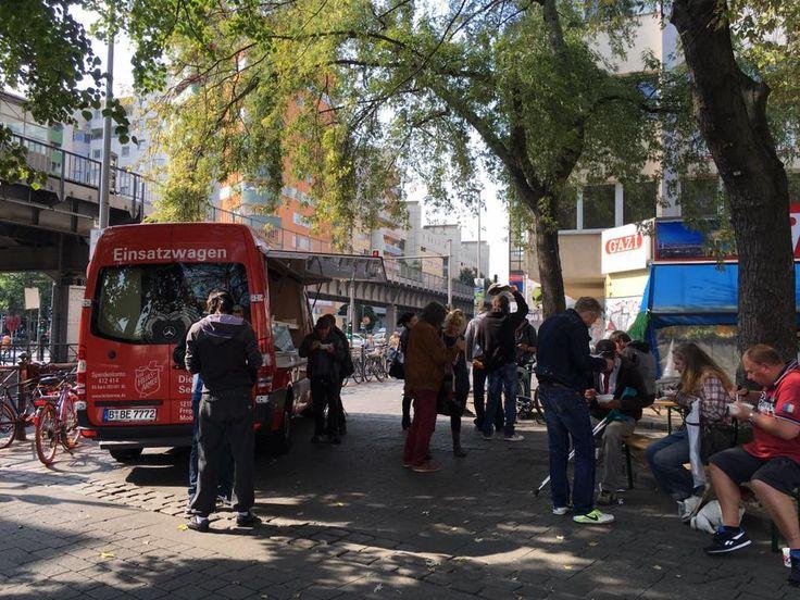 Die Mobile Suppenküche Der Heilsarmee In Berlin Unterwegs Zu Sozialen  Brennpunkten In Der Stadt.