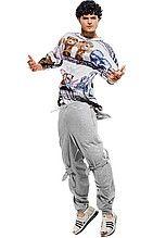 футболка, мужская, белая, с принтом, брюки, мужские, серые, спортивные, сандалии, белые, кожаные, плетеные