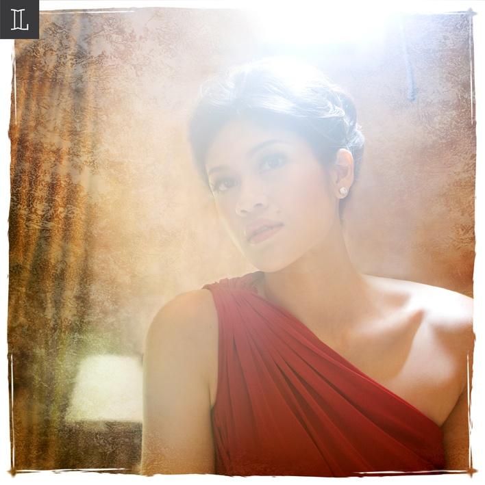Magnetize beauty #prewedding #photo #Portrait #red #nuance #theme #inspiration