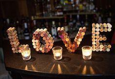 Que tal inovar na área do bar com  decoração de rolhas de vinho ou espumante?! #newwed #feiradenoivas #feiradetendencias #casamento #wedding #bride #miniwedding #barman #drinks by new_wed