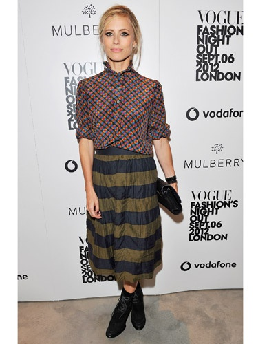 We love this chic combination of clashing patterns that #LauraBailey rocked. #BestFashionMoments