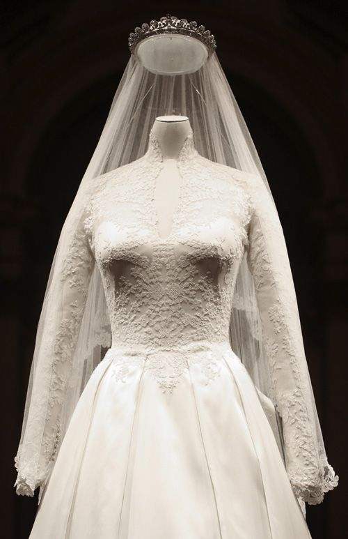 135 best royal family england william and harry images on for How to display a wedding dress