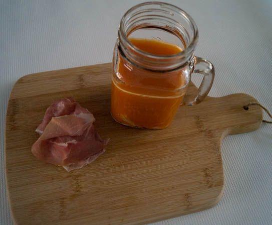 Paprikasoep met rauwe ham