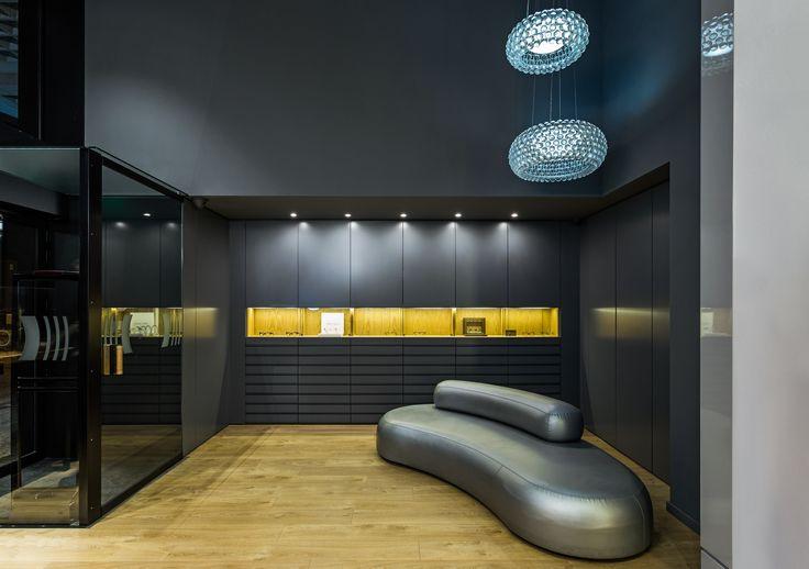 XYZ Arquitectos Associados - Óptica Médica Rogério - Matosinhos - Portugal - interior design - optical store - Caboche pendant light Foscarini - Bubble Rock sofa Living Divani