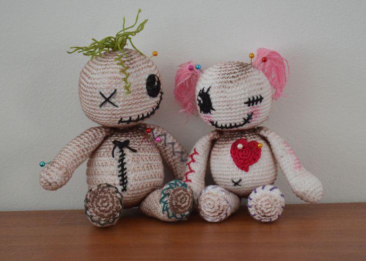 Halloween knuffels. Jongetje en meisje. (EN) ✤ Het Haak Orakel ✤ https://www.pinterest.com/hethaakorakel/ ✤ #crochet #free #pattern