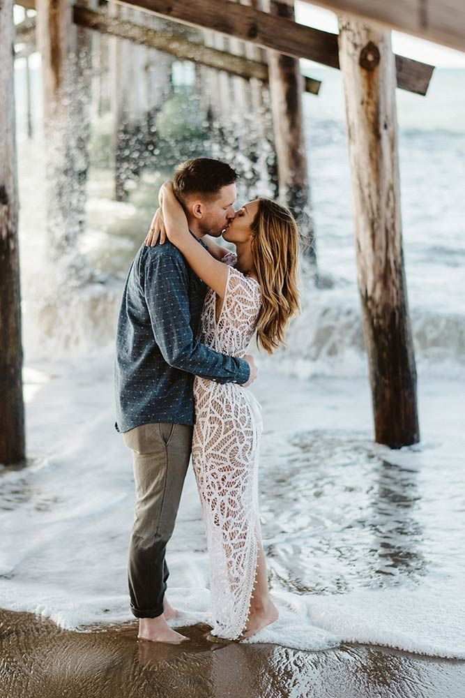 http://glaminati.com/engagement-photos-beach/