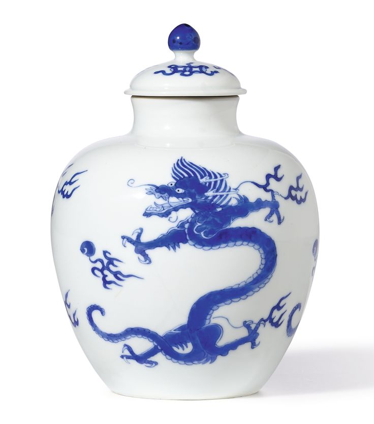 A fine blue and white 'dragon' jarlet and cover, Mark and period of Kangxi (1662-1722)