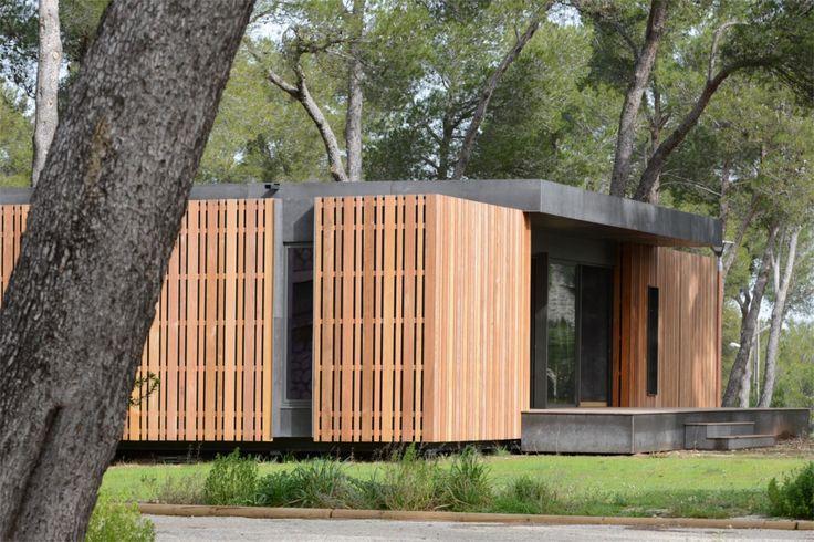 Bouwen hoeft niet altijd verschrikkelijk duur te zijn. Dat bewijst onderstaande passiefwoning. De ruwbouw van deze ultrageïsoleerde woning kost minder dan 38.000 euro. En nee, het is geen kleine studio. Het huis is goed voor 130 m2 bewoonbare oppervlakte.