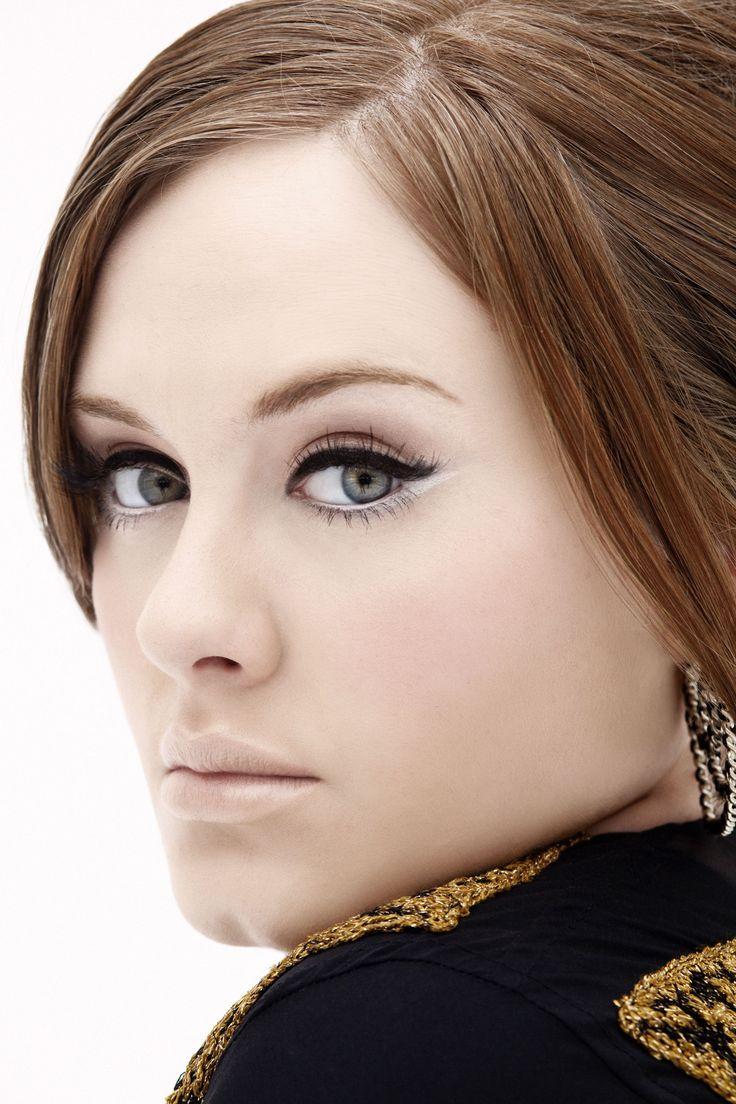 Adele e delineador gatinho + make nude.