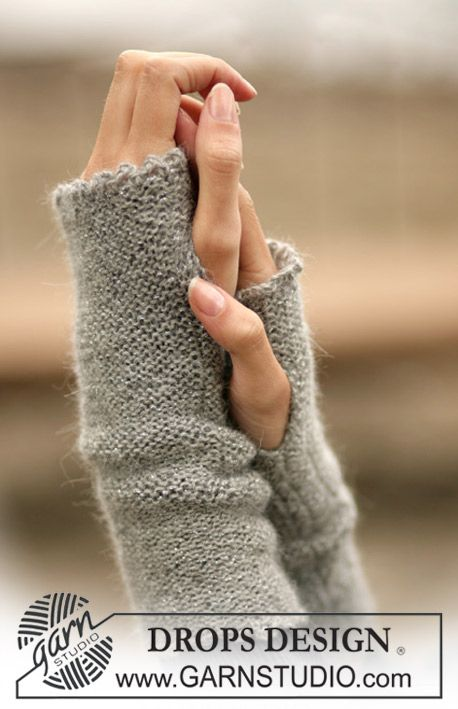 DROPS Wrist warmers in Drops Alpaca and Glitter ~ DROPS Design
