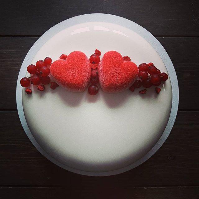 Когда два сердца бьются вместе ❤❤ С добрым утром, дорогие друзья  А тортик вчера отправился на годовщину свадьбы @natashaturlaypistcova  Внутри мусс маскарпоне, креме лакте, нежное карамельное креме,фундучный крустилант и шоколадный бисквит  #glassage_ussur #ussuriisk #pastry #pastryart #pastrychef #pastry_inspiration #patisserie #chocolatejewels #cake #dessert #dessertmasters #lovetobake #instafood #silikomart #silikomartprofessional #cakemaster #chefstalk #уссурийск #тортназаказуссури...