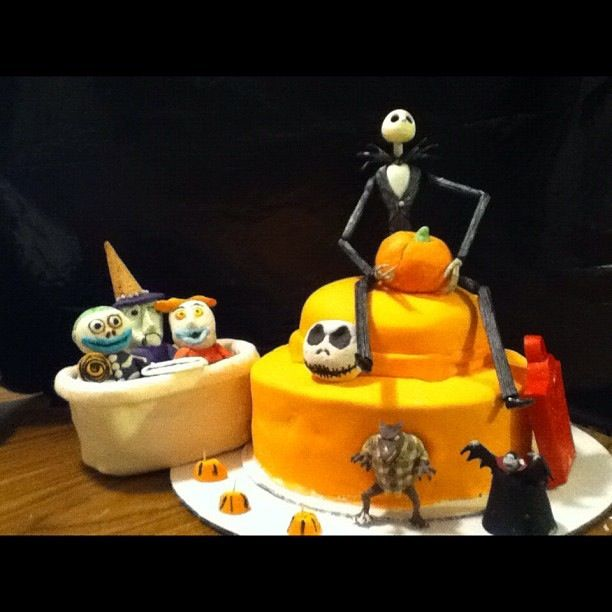 nightmare before christmas cake (earlier days):p