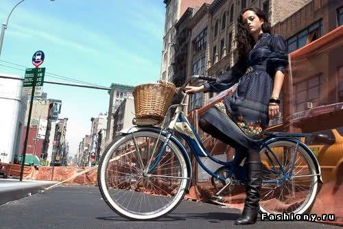 Велосипедная мода или навстречу ветру / девушка и велосипед