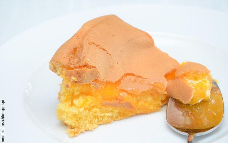 Pão-de-ló de Alfeizerão  - Há alguém mais gulosa do que eu? 6 gemas 2 ovos inteiros  120 g de açúcar 50 g de farinha com fermento