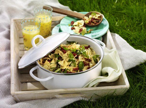 Unser beliebtes Rezept für Nudelsalat mit getrockneten Tomaten und Basilikum und mehr als 55.000 weitere kostenlose Rezepte auf LECKER.de.