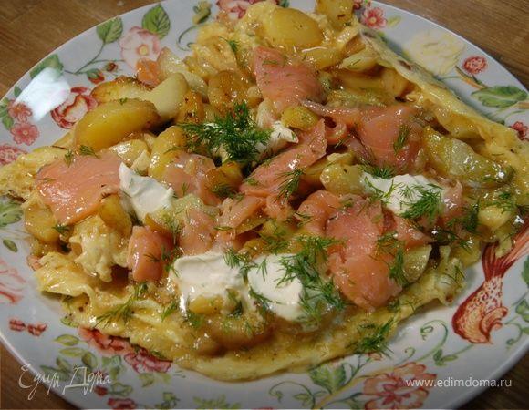 Испанский омлет с картофелем, семгой и укропом
