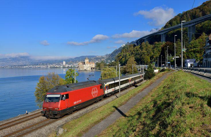 Mit einem IR von Genf nach Brig konnte die 460 106 Ende Oktober 2014 mit dem Genfer See und dem berühmten Schloss Chillon im Hintergrund festgehalten werden.