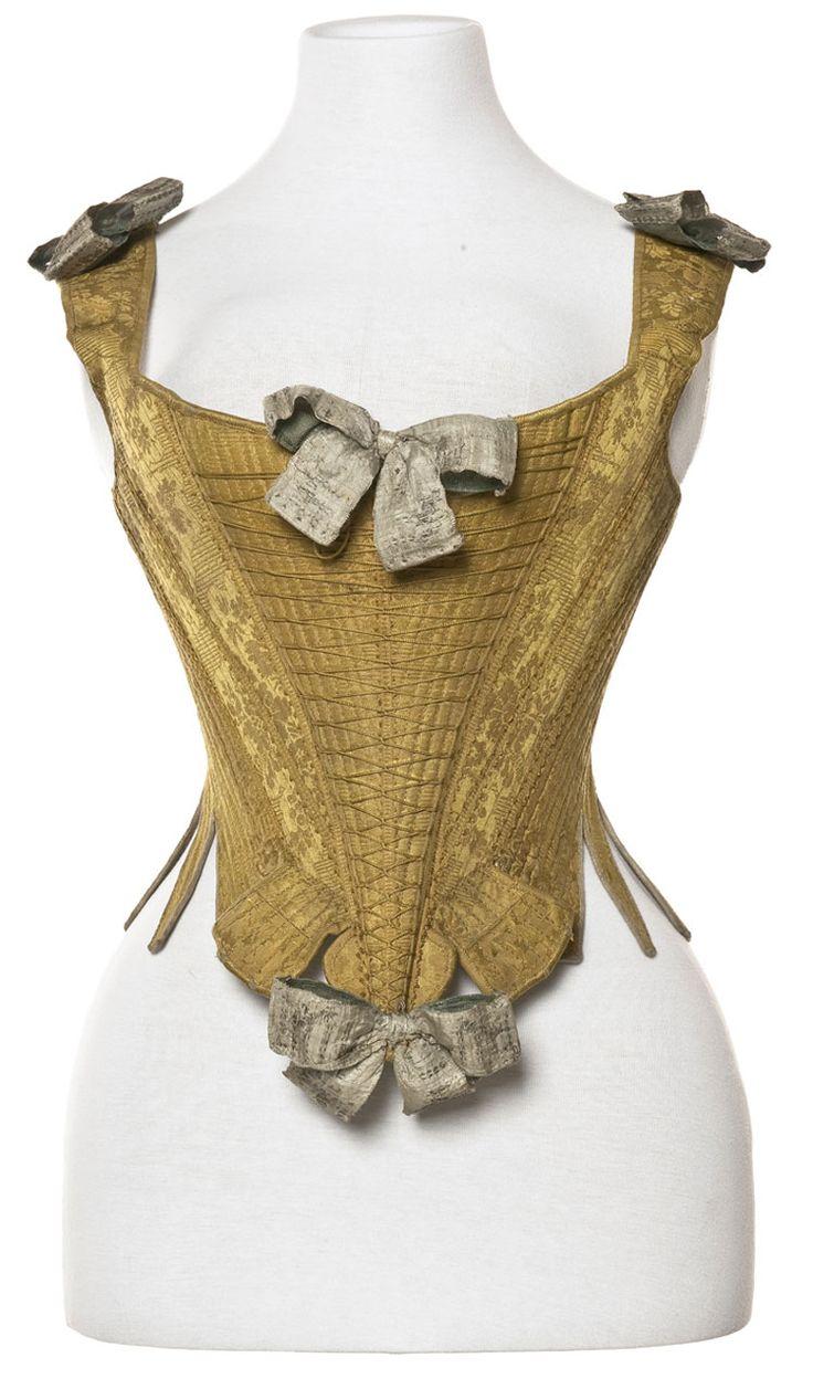 Corps à baleine, France, vers 1735-1770 Damas et lacet de soie, ruban en toile de lin lamé argent  Inv. PR 995.16.1