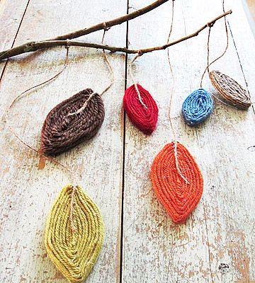 Add this cute yarn mobile to your front porch for a splash of color. #DIY