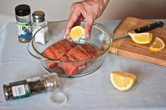 How to Cook Frozen Salmon Without Thawing in the Oven