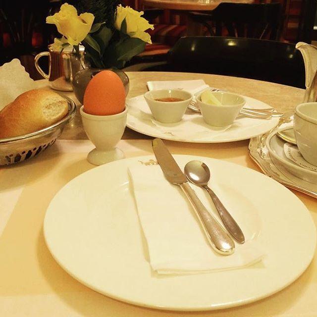 Guten Appetit! 🍯🥐🧀🥚☕️🍽🤤🤺#cronundlanz #fruehstueck #breakfast #foodstagram #newemojis #goettingen #germany #germanbreakfast #coffee