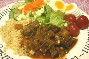 Arabisch stoofvlees met dadels, knoflook, ui, gember, piri piri, kaneel en couscous!