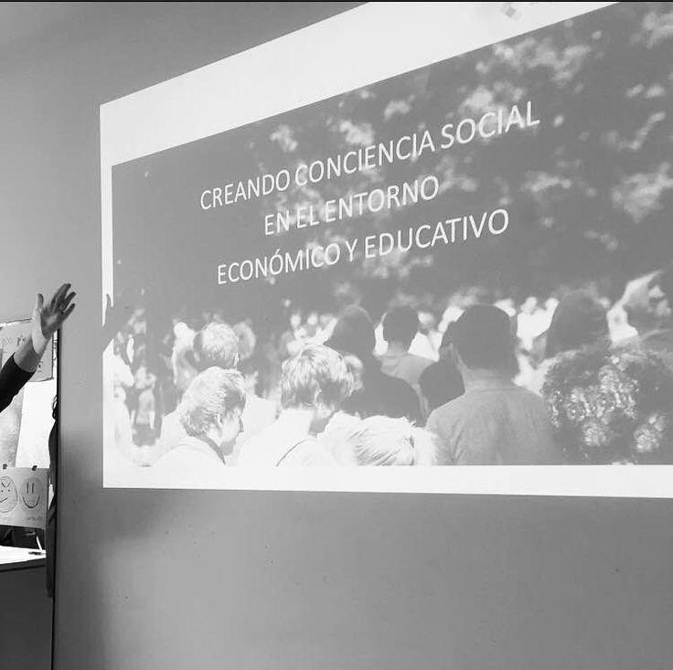 Algunos momentos de ayer 14.12.2015 durante la sesión informativa de Escuela de Padres: Programa Familia y Empresa. #talleres #escueladepadres #psicologia #familia #empresa #educar #formacion