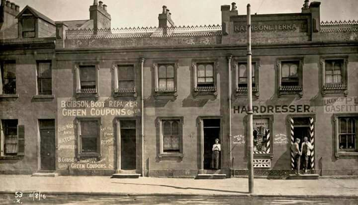 Rathbone Terrace on Flinders St,Surry Hills,Sydney in 1916.Photo from City of Sydney Archives.