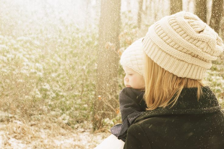 outdoor photography. Mother and daughter. snow day. www.beiaandluna.com