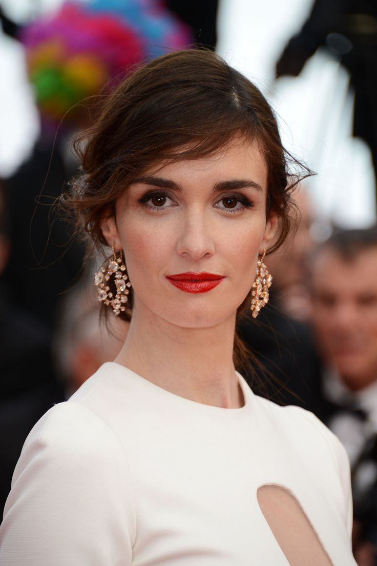 Paz Vega - brown eyes, full eyebrows, red lips, big earrings <3