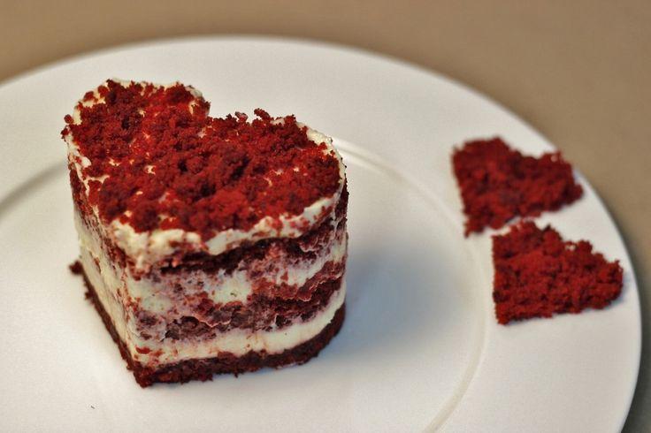 Kalp iki kişilik red velvet pastalar, Sevgililer Günü hediyeleri, fikirleri; Valentines Day Gifts, Ideas