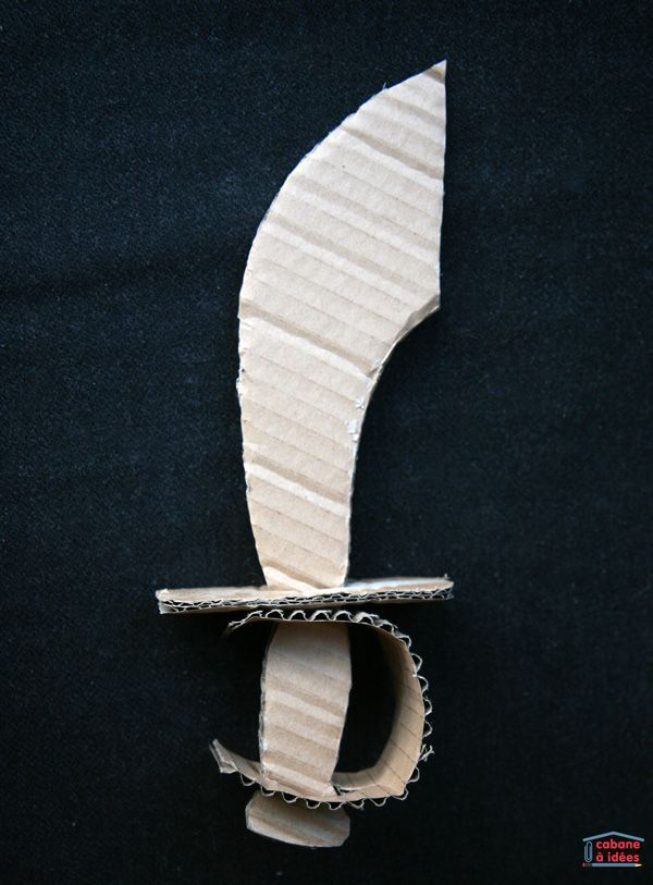 Fabriquer un sabre de pirate en carton (+ gabarit à télécharger