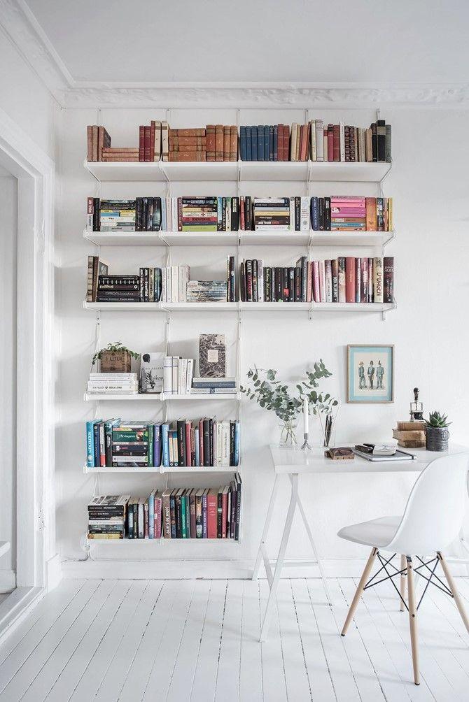 Idée déco pour une bibliothèque blanche | aménager une bibliothèque murale | aménager un mur en bibliothèque dans son salon #déco #bibliothèque #salon