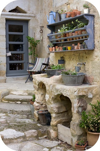 Potting bench :): Backyard Patio, Pots Tables, Patio Gardens, Little Gardens, Wall Shelves, Plants Holders, Outdoor Sinks, Pots Benches, Gardens Benches