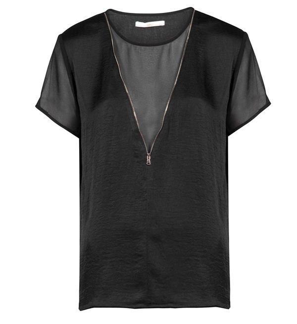 Aaiko top model Floor. Deze top is voorzien van licht transparante details en afgewerkt met een rits. Shirt met korte mouwen en een ronde hals.