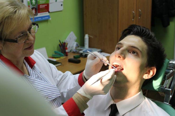 Jeden z naszych Pacjentów podczas zabiegu w naszym gabinecie dentystycznym.