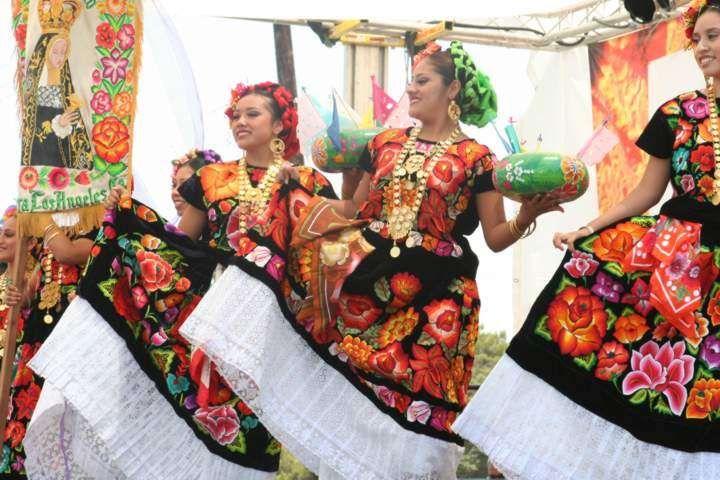 Por: Martha Martínez Mi artículo de hoy habla sobre una mujer que influyó a la moda mexicana durante el periodo del siglo XIX. Investigan...