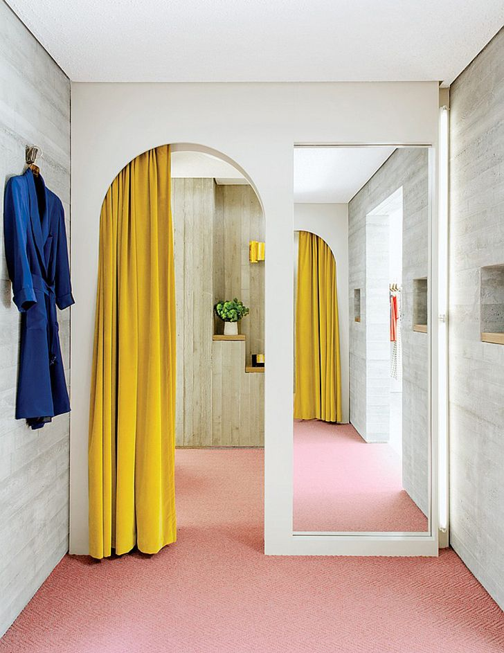 Gelber Vorhang